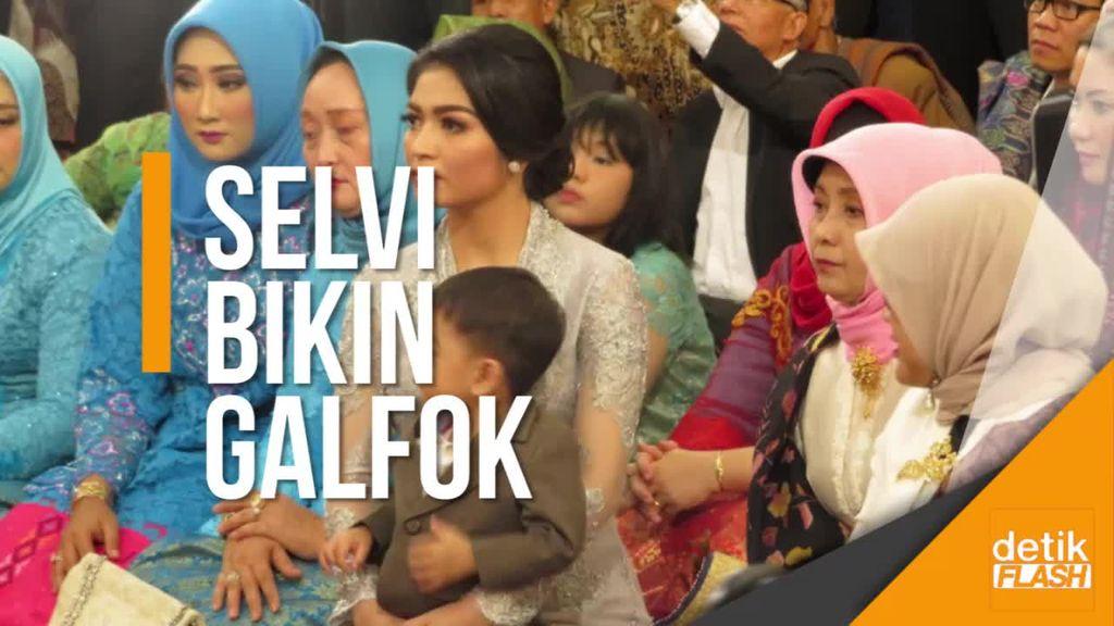 Pesona Selvi Menantu Presiden Jokowi di Prosesi Manortor Mora