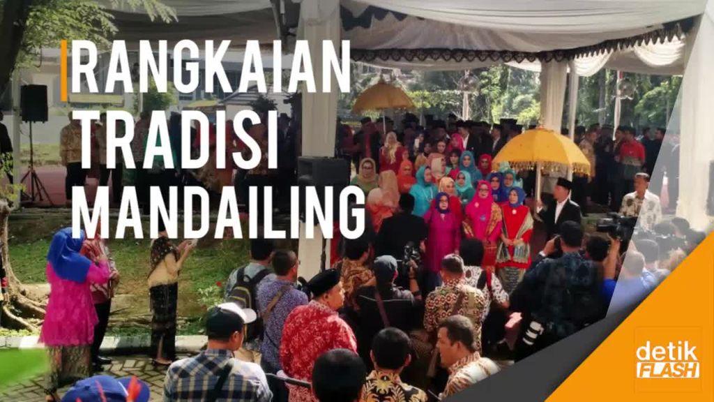 Keluarga Besar Bobby Nasution Jalani Prosesi Mangaloalo Mora