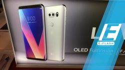 LG V30+ Smartphone Berkualitas Super OLED