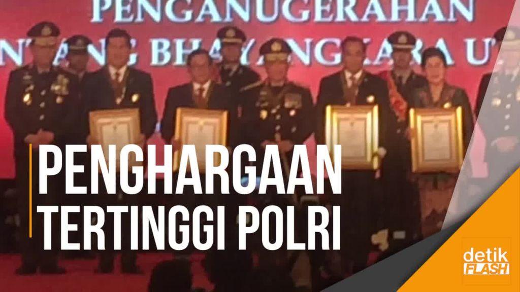 Kapolri Beri Bintang Bhayangkara Utama ke 7 Menteri