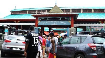 Melihat Ramainya Sir Selwyn Clarke Market, Pasar Tertua di Seychelles