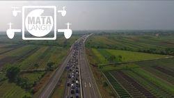 Pantauan Drone Gerbang Tol Kaligangsa Pukul 12.00 WIB