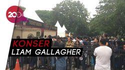 Penonton Padati Area Konser Liam Gallagher