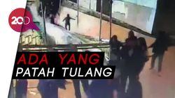 Ini Rekaman CCTV Mahasiswa Jatuh saat Selasar BEI Ambruk