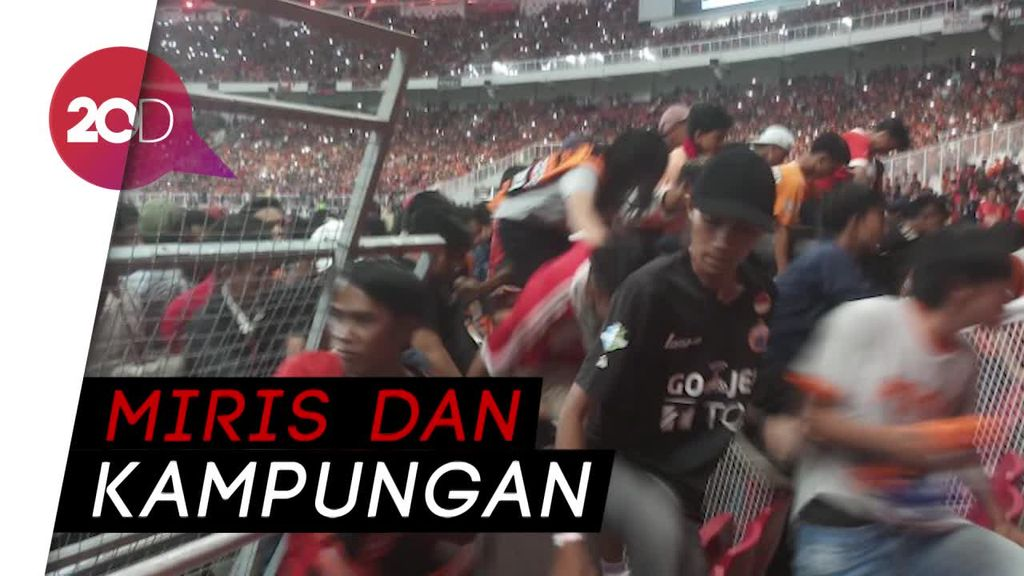 Netizen Geram Lihat Tingkah Suporter Rusak Pagar GBK