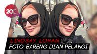 Pakai Hijab, Lindsay Lohan Foto Bareng Dian Pelangi