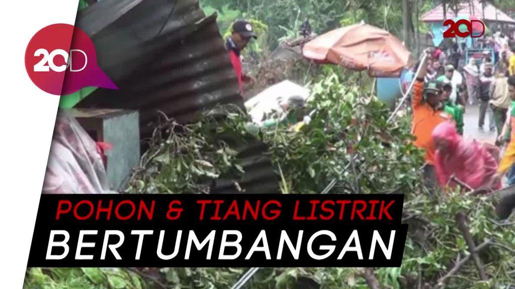 Hujan Es dan Angin Kencang Porak-porandakan Mojokerto