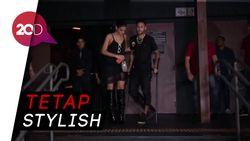 Pakai Kruk, Neymar Datangi Klub Malam