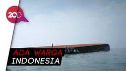Nahas! Kapal Penambang Pasir Terbalik di Malaysia