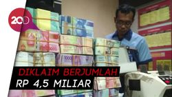 Polisi Pamer Ribuan Lembar Uang Mainan Mujiono, Ada Dolar AS