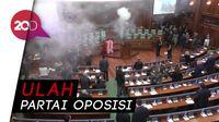 Detik-detik Gas Air Mata Kacaukan Sidang Parlemen