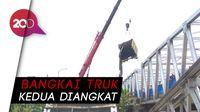 Perjuangan Evakuasi Bangkai Truk di Jembatan Babat