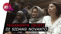 Di Sidang Novanto, Deisti Bagi-bagi Permen ke Wartawan