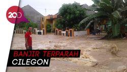 Penampakan Derasnya Air saat Banjir Cilegon