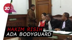 Bodyguard Jennifer Dunn Diusir Hakim