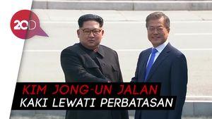 Momen Bersejarah Kim Jong-un dan Moon Jae-in Berjabat Tangan