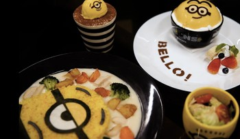 Melahap Minion di Minions Cafe Singapura
