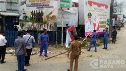 Tidak Sesuai Aturan, Baliho Cagub di Bengkalis Diturunkan