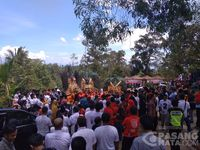Tim Gus Ipul dan Mbak Puti Meriahkan Festival Petik Durian
