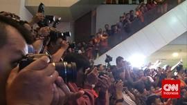 Ajudan Adik Gamawan Fauzi Pukul Kamera Wartawan di KPK
