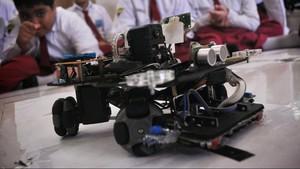 Robot SD Muhammadiyah 4 Surabaya Rajai Kompetisi Robot WIRC