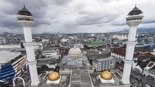 Bandung Diserang Hoax Menara Masjid Raya Roboh