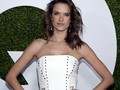 Victoria's Secret Angel Olahraga Ketat Demi Tubuh Seksi
