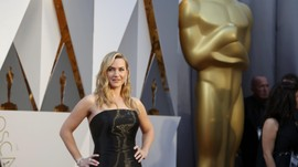 Kate Winslet 'Depak' Harvey Weinstein dari Panggung Oscar
