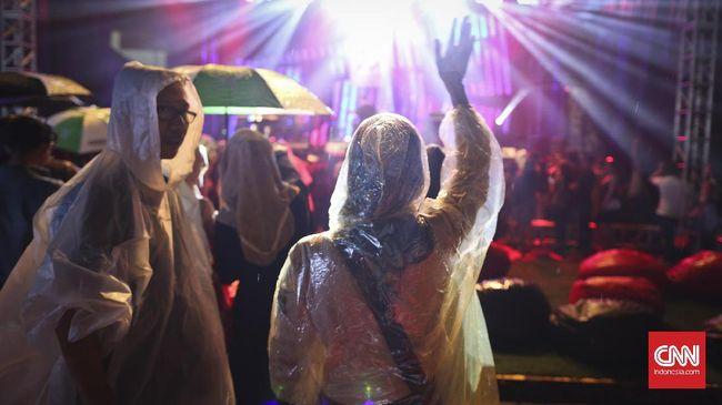 Ritual Pawang 'Merayu' Hujan agar Tak Ganggu Festival Musik