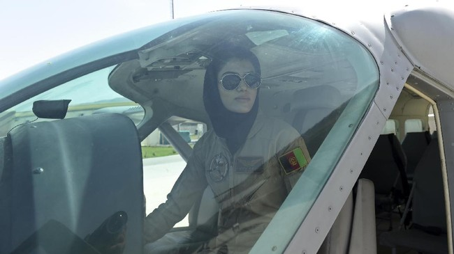 Hampir 14 tahun sejak kejatuhan Taliban dalam invasi AS, hal ini menunjukkan perubahan besar dalam pemenuhan hak-hak di negara yang sebelumnya bahkan tidak memperbolehkan perempuan untuk meninggalkan rumah. (AFP Photo/ShahMarai)