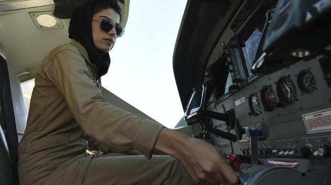 Pencapaian Rahmani yang semula tak terbayangkan ini membuatnya diganjar penghargaan Perempuan Pemberani Internasional dari Kementerian Luar Negeri Amerika Serikat. (AFP Photo/ShahMarai)