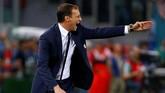 <p>Pelatih JuventusMassimiliano Allegri terus berupaya memberikan arahan kepada para pemain Si Nyonya Tua. Lini pertahanan Juventus benar-benar diuji Lazio di babak kedua. (Reuters / Stefano Rellandini)</p>