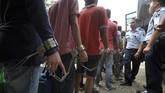 <p>Puluhan narapidana kemudiandipindahkan ke beberapa lapas terdekat, di antaranya Lapas Muara Sabak dan Lapas Muara Bulian menyusul jebolnya dinding lapas akibat banjir. (ANTARA FOTO/Wahdi Septiawan)</p>