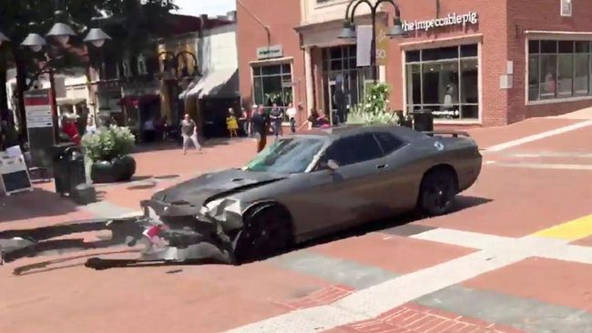 Mobil Tabrak Massa Penolak Supremasi Kulit Putih di AS