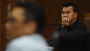 Hakim Cecar Kakak Andi Narogong soal Kepemilikan 23 Mobil