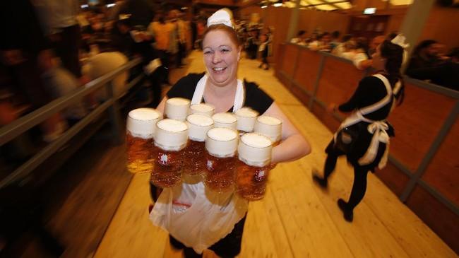 FOTO: Oktoberfest, Perayaan Tegukan Bir Sejak 1810