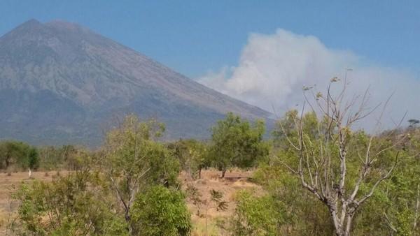 Status Gunung Agung Turun Jadi Siaga