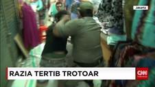Petugas Menggelar Razia PKL di Kecamatan Tanah Abang