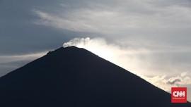 Rekahan Gunung Agung Semakin Besar