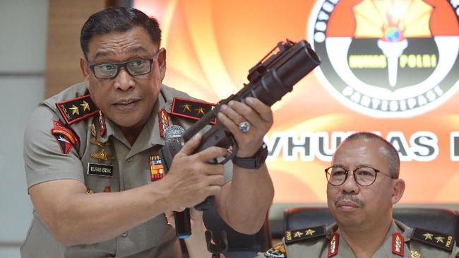 Tepisan Tangan Komandan Brimob dan Dilema Tito Karnavian