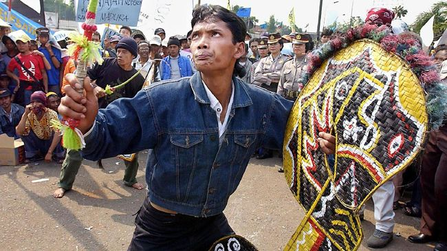 Indonesia Kumpul Bukti Kuda Kepang Miliknya