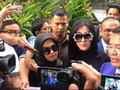 VIDEO: Jadi Saksi First Travel, Syahrini Didampingi Hotman