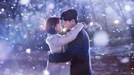 Ciuman Lee Jong Suk-Suzy Buat 'While You Were Sleeping' Laris