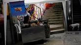 Memang tak ada atraksi wisata berarti, namun turis yang datang biasanya ingin napak tilas sejarah kelompok Pablo Escobar di Comuna 13.
