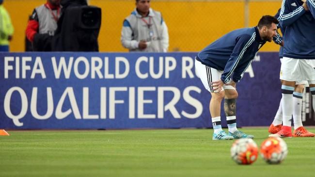 <p>Timnas Argentina hadir di Stadion Olimpico Atahualpa, Quito, Selasa (10/10), dalam posisi terjepit. Timnas Argentina harus menang untuk memastikan posisi setidaknya babak playoff zona Conmebol. (REUTERS/Henry Romero)</p>