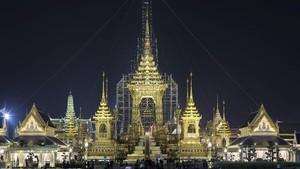 Puncak Duka Warga Jelang Upacara Kremasi Raja Thailand