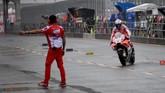 Di latihan bebas kedua giliran pebalap Ducati Andrea Dovizioso yang unjuk gigi dengan menjadi pebalap tercepat. Dovizioso unggul 0,043 detik atas Marc Marquez. (AFP PHOTO / Toshifumi KITAMURA)