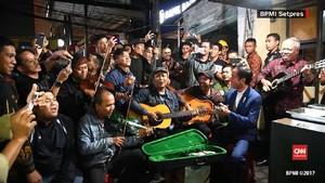 VIDEO: Jokowi Nikmati Lantunan Musik Country