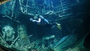 Luhut Minta Kapal Tenggelam Dijadikan Obyek Wisata Bahari