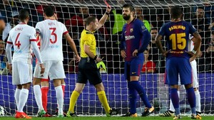 FOTO: Kartu Merah Pique dan 100 Gol Lionel Messi